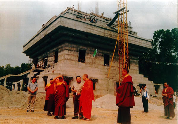 HE Khochhen Rinpoche and Ven. Master Ti Ching inspecting the progress of the Great Stupa construction
